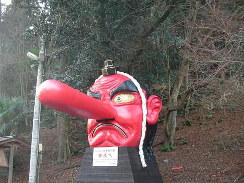 叡電・鞍馬駅前の巨大な天狗の顔
