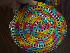 Rainbow Tote Bottom (Pop Top Lady) Tags: aluminum crochet reciclagem pulltabs croche lacres trashion poptops recycledupcycled