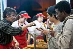 Churros recheados (ClydeHouse) Tags: lisboa lisbon newyear doughnut newyearseve anonovo pipoca churro wafle praadocomrcio byandrew fartura vsperadeanonovo noitedeestrelas