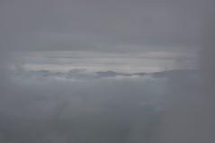 雲間に見える山並み