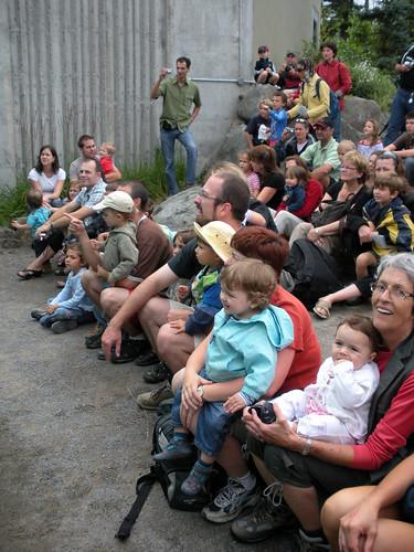 Spectateurs à l'aquarium de Québec