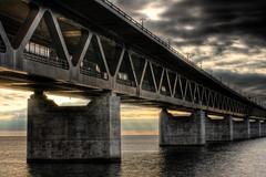 [フリー画像] [人工風景] [建造物/建築物] [橋の風景] [HDR画像] [夕日/夕焼け/夕暮れ]      [フリー素材]
