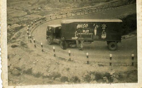 Camió Maudslay de l'ermpresa TRANSPORTS HOMS al port de l'Ordal