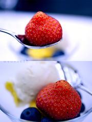 a 7 l a ,, 7 o o b (Weda3eah*) Tags: red sky love by plane amazing strawberry spoon icecream p airways qatar beatifull weda3eah qatareaa