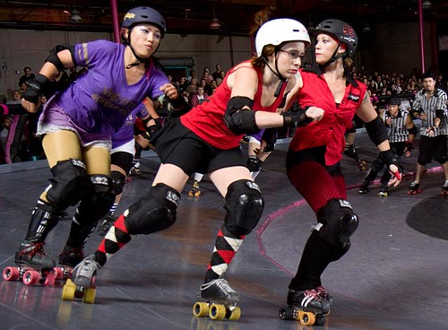 Gloomy escapes VB skater with Myna's help
