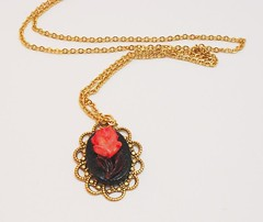 girlio cameo red flower necklace
