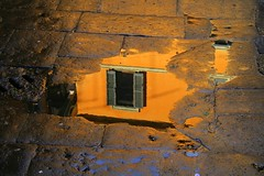 Reflejo.Riflessi (darkside_1) Tags: roma window water rain ventana lluvia agua italia finestra ventanas paseo reflejo fenetre reflejos rainwater charco reflejando sergiozurinaga bydarkside