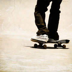skating (f. prestes) Tags: boy texture textura shoes legs skateboarding board skating jeans skate skateboard campeonato pista