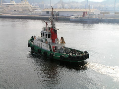 Sultanate of Oman - Muscat (Chris&Steve) Tags: harbor harbour tugboat oman 2008 muscat v200 sultanateofoman mutra 10millionphotos portsultanqaboos alqabil