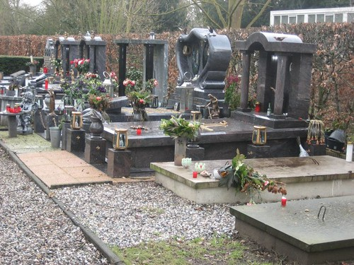 Gypsy graves, St Barbara catholic cemetery, Utrecht