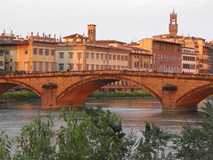 DSCF0755 (Putneypics) Tags: city bridge italy architecture river florence sundown ponte tuscany firenze arne arno architettura amerigovespucci