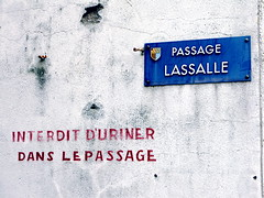 Handwritten sign in a French alley