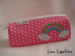 Estojo Arco-ris 1 (Com Capricho) Tags: pink rainbow arte sewing artesanal rosa craft estrelas escolar arcoris escola nuvem estrelinha portalpis capricho estojo costura estrelinhas handade estojinho comcapricho