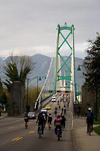 Critical Mass sur le Lions Gate Bridge