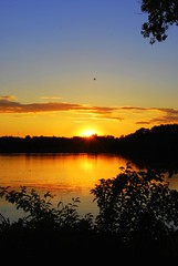 Sunset on the lake (WorldofArun) Tags: sunset lake reflection nature minnesota june landscape golden twilight nikon scenery dusk minneapolis planet 2008 minnetonka mothernature equinox lateevening summerequinox june22 18200mm lakeminnetonka nikond40x yenumula worldofarun arunyenumula