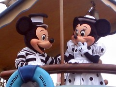 mickey and minnie (lorryx3) Tags: white boat stripes disney mickey spots mickeymouse minnie minniemouse dots eurodisney steamboatwillie mickeyandminnie