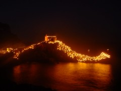 Portovenere, festa della Madonna Bianca (lrene) Tags: light sea italy night mar candles mare madonna liguria noite luzes bianca sanpietro portovenere notte luce candele outstandingshots abigfave madonnabianca theunforgettablepictures flickrlovers lrene