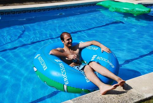 Pedrito en la piscina