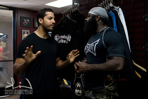 David Blaine discussing the trick with Kimbo