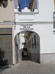 Callejn de la Inquisicin (Landahlauts) Tags: summer sevilla andaluca seville andalucia verano andalusia 2008 andalusien sville andalusie andaluz siviglia alandalus  andaluzia    andaluzja  sewilla andaluzio         landahlauts                    andalouzia andalusiya      ishbiliya capitaldeandalucia