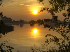 Goodnight (gracust) Tags: trees sunset plants sun water reflections reservoir goodnight tring goldstaraward qualitypixels llovemypics