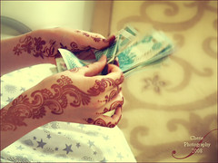 (Cherie) Tags: money green 10 uae ad eid cash henna cherie dirhams aed noonah cheriee