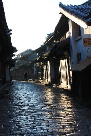 黎明時分的麗江古鎮…-三十而慄