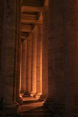 Luci e ombre (Kilkenny79) Tags: light shadow italy rome roma italia ombra column sanpietro luce colonnade colonna colonnato sigma2470 abigfave eos400d yourcountry
