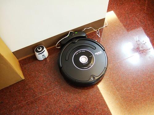 Roomba 570 在充電座上