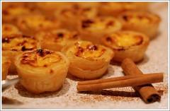 Pastel de nata (selenis) Tags: food cake nikon cinnamon alimento bolo doce 2009 50mmf18 pasteldenata supershot d80