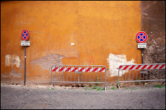 Rimozione (Chris Protopapas) Tags: rome sign facade traffic pentax parking anarchism ochre stucco barricade smcpa28mmf28 isomet visipix