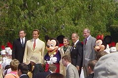 Closer view of Iger, Schwarzenegger, Mickey, Disney, Linkletter & Eisner. (07/17/2005)