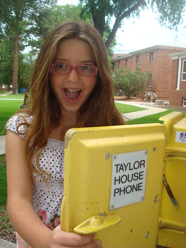 TAYLOR house phone? Emma adores Taylor Swift