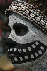 A skeleton in Papua (Bertrand Linet) Tags: portrait shells face coral festival skeleton death facepainting feathers feather shell makeup tribal papou tribes papua ethnic hagen kina maquillage plumes headdress singsing plume huli papu tribu oceania goroka pidgin westernhighlands tribus oceanie ethnique papuaneuguinea papuanuovaguinea パプアニューギニア gorokashow papuan papouasie mounthagen mounthagenshow melanesian papuans 巴布亞紐幾內亞巴布亚纽几内亚 papuásianovaguiné papúanuevaguine papuanyaguinea wigmen hulis παπούανέαγουινέα папуановаягвинея papuanewguineapicture papuanewguineapictures papuanewguineanpeople remotetribe papúanuevaguinea makeupgoroka bertrandlinet papuanewguineamounthagenface