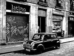 Latino Barcelona (derya_t) Tags: barcelona white black spain europe latin minicooper barselona ispanya