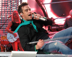 20060701_10 Robbie Williams on the floor | Ullevi, Gothenburg, Sweden (ratexla) Tags: summer people music favorite man men celebrity art gteborg person star concert europe tour sweden outdoor live famous gothenburg gig performance 2006 pop arena entertainment human entertainer celebrities sverige celebs celeb robbiewilliams humans bloke goteborg homosapiens ullevi nyaullevi 1jul2006 photophotospicturepicturesimageimagesfotofotonbildbilder notintheeternityset