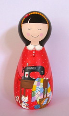 Ana Maria (Belle Bellica) Tags: wood red cat painting doll quilt craft gato singer boneca patchwork pintura polkadot woodendoll costureira