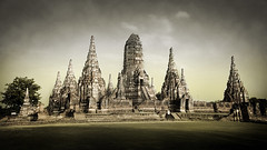 Wat Phu Khao Thong (Jerome Mercier) Tags: leica temple buddha thai wat thailande ayutthaya leicadigilux3 jeromemercier jeromemercierphoto jmbook bookjm voyageenthailande sejourthailande taihlande tailhande