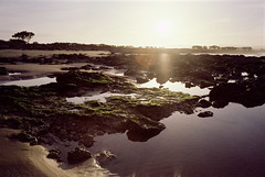 - (micampe) Tags: backlight fuji alba voigtlander maroc acqua essaouira 25mm sabbia skopar leicacl pro400h