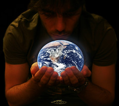 It's All in your Hands... (oO FaBiO Oo) Tags: canon eos hands earth mani l terra 24105 400d