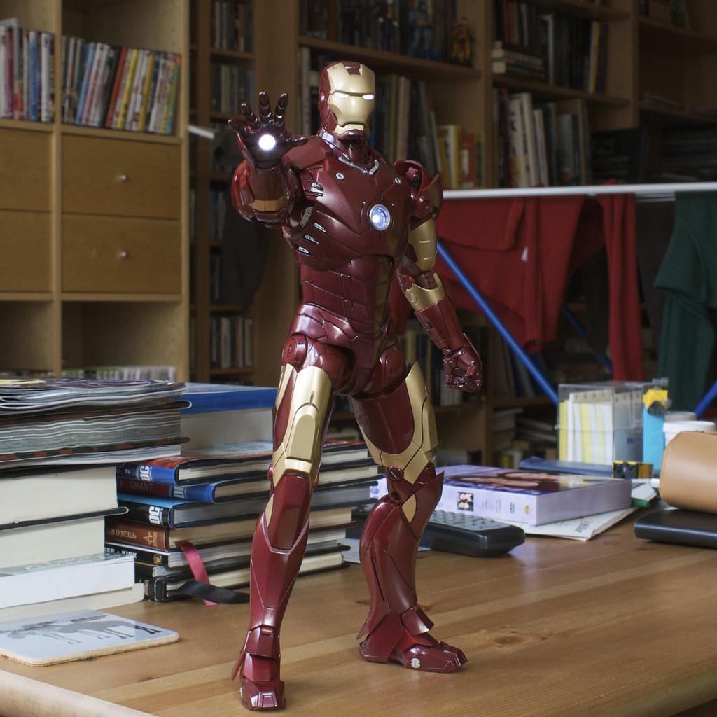 Hot Toys Iron Man mark III Light Up