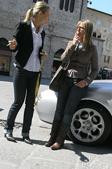 fag break (fotobananas) Tags: auto people italy wheel chat cigarette streetphotography smoking jeans motor piazza alfaromeo perugia fag umbria gossip ragazze fotobananas
