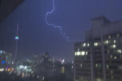 Lightning - Toronto, Ontario (maZe Canadia) Tags: toronto tower rain night cn downtown lightning storms thunder orage clair clairs