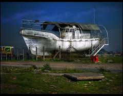 El Tetanic (Errlucho) Tags: chile boat barco colores hdr bote varado errlucho