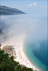 Sous les Nuées la Plage... (Christian Lagat) Tags: mist beach portugal arrábida setúbal bateau plage brume nikkor50mmf18d nikond40x ilustrarportugal