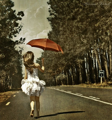 Take me back to the Start (Nika Fadul) Tags: road trees red white texture start umbrella highway dress free running beginning estrada miranda uberlndia 1km duetos mnicafadul nikafadul lviafernandes