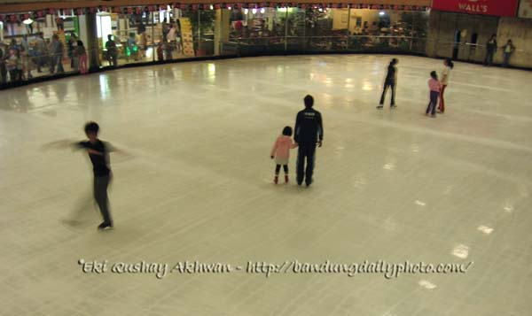 BANDUNG ICE SKATING RING copyrights Eki Akhwan