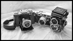 Three German Friends (*monz*) Tags: camera leica friends classic tlr rolleiflex zeiss 35mm mediumformat square lens t stuttgart rangefinder case german mf ikonta ikon luigi bellows folder m6 wetzlar planar selenium 80mm carlzeiss superikonta biogon leitz tessar 28f xenotar opton explored 53316 luigicrescenzi