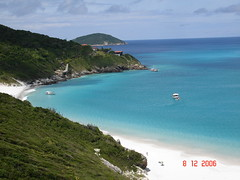 Arraial do Cabo (Joy Ride !) Tags: ocean sea mountain tree bird nature mar cabo do ave fernando caribe arraial noronha cristalina vabo