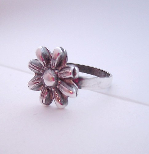 daisy ring side